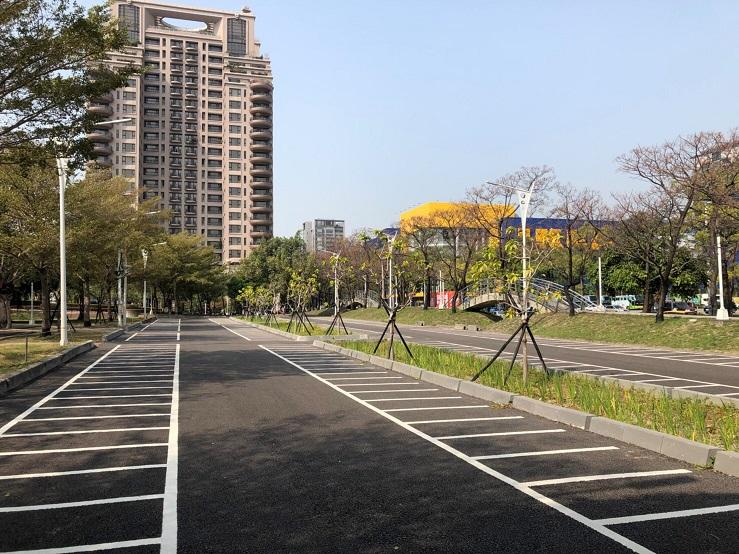 台中首座公園內「雨水花園」停車場 兼顧環保及使用安全